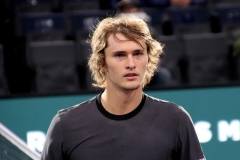 Alexander Zverev walking towards the ref