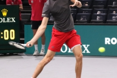 Alexander Zverev warms up the forehand