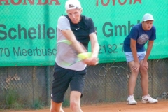 Gijs Brouwer whacks a backhand