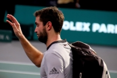 Gilles Simon acknowledges the crowd after loss