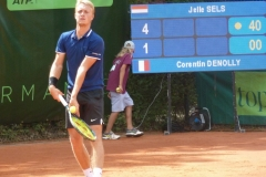 Jelle Sels serving on game point