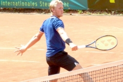Jelle Sels finishing at the net
