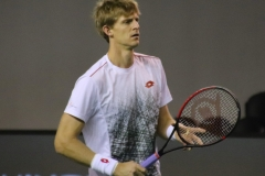 Kevin Anderson warming up