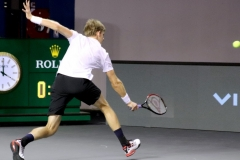 Kevin Anderson reaching for a ball