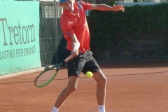 Niels Lootsma defending on the forehand