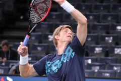 Kevin Anderson prepares for a smash
