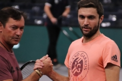 Gilles Simon thanks one of the coaches